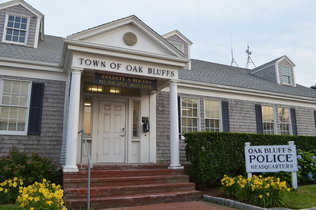 oak-bluffs-police